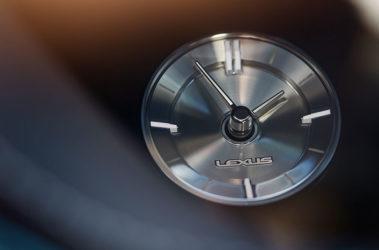 Lexus-LS-analog-clock-overlay-1204x677-LEX-LSH-MY18-0064
