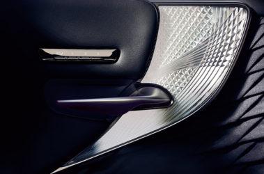Lexus-LS-kiriko-glass-overlay-1204x677-LEX-LSH-MY18-0077-d