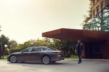 Lexus-LS-manganese-luster-overlay-1204x677-LEX-LSG-MY18-0136-d