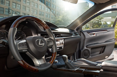 Lexus-ES-black-leather-gallery-overlay-1204x677-LEX-ESG-MY17-0013