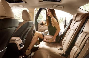 Lexus-ES-embossed-stitch-flaxen-gallery-overlay-1204x677-LEX-ESH-MY16-0016