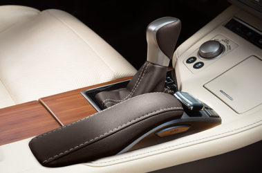 Lexus-ES-hybrid-remote-touch-drive-mode-select-gallery-overlay-1204x677-LEX-ESH-MY17-0001